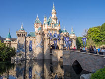 Het kasteel van de slaapschoonheid bij het Disneyland Park stock afbeelding
