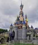 Het Kasteel van de slaapschoonheid in Disneyland Paris stock foto's