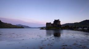 Het Kasteel van Donan van Eilan bij zonsopgang Royalty-vrije Stock Fotografie