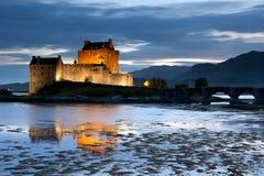 Het Kasteel van Donan van Eilean bij schemering, Schotland Royalty-vrije Stock Afbeelding