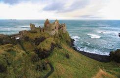 Het Kasteel van Dunluce, Noord-Ierland stock foto's