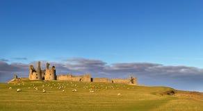 Het Kasteel van Dunstanburgh, Northumberland Stock Foto