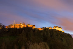 Het Kasteel van Edinburgh bij nacht royalty-vrije stock afbeelding