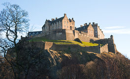 Het Kasteel van Edinburgh in de Winter in middaglicht. royalty-vrije stock afbeeldingen