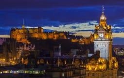 Het Kasteel van Edinburgh en het Balmoral-Hotel in Schotland stock afbeeldingen