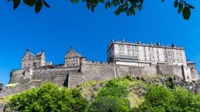 Het Kasteel van Edinburgh op de heuvel, Schotland Stock Foto's