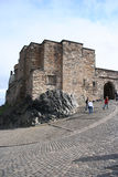 Het kasteel van Edinburgh van toeristen stock foto