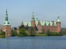 Het kasteel van Frederiksborg in Hellerod, Denemarken Stock Afbeeldingen
