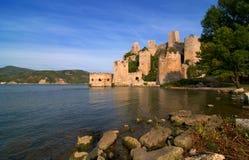Het kasteel van Golubac op de rivier van Donau in Servië Royalty-vrije Stock Fotografie