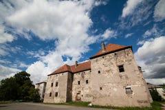 Het Kasteel van Heilige Miklos wordt gebouwd bij het wisselen van de 14de en 15de eeuwen, gebied Over de Karpaten royalty-vrije stock foto