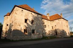 Het Kasteel van Heilige Miklos wordt gebouwd bij het wisselen van de 14de en 15de eeuwen, gebied Over de Karpaten stock afbeeldingen