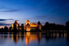 Het kasteel van het eiland bij nacht, Trakai, Litouwen, Vilnius Royalty-vrije Stock Foto's