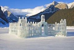 Het kasteel van het ijs op Meer Louise Stock Afbeeldingen