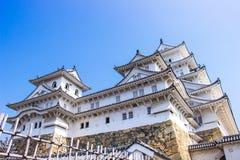 Het kasteel van Himeji tijdens de tijd van de sakurabloesem gaat in Hyogo-prefectuur, Japan bloeien stock afbeeldingen