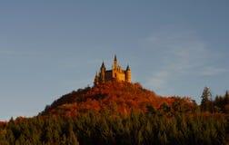 Het kasteel van Hohenzollern in Swabian tijdens de herfst Stock Foto