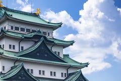 Het Kasteel van Japan in Nagoya Boom op gebied Beroemd Japans kasteel met een groen dak stock fotografie