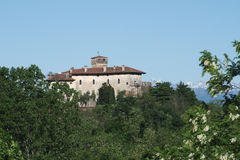 Het kasteel van middeleeuwse Villalta in Italië Stock Afbeeldingen