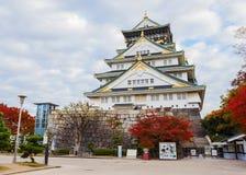 Het kasteel van Osaka in de Herfst Stock Afbeelding