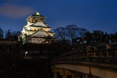 Het kasteel van Osaka, oriëntatiepunt van de stad van Osaka bij nacht, Kansai, Japan royalty-vrije stock foto's
