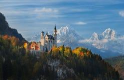 Het Kasteel van panoramaneuschwanstein stock afbeeldingen