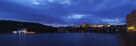 Het kasteel van Praag bij nacht Stock Fotografie