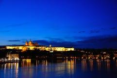 Het Kasteel van Praag bij nacht, Praag, Tsjechische Republiek Stock Fotografie