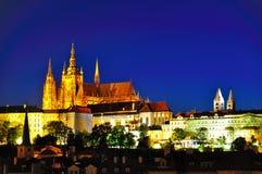 Het kasteel van Praag bij nacht, Tsjechische republiek Stock Afbeelding