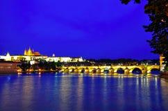 Het kasteel van Praag bij nacht, Tsjechische republiek Royalty-vrije Stock Fotografie