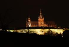 Het kasteel van Praag in de nacht royalty-vrije stock afbeelding
