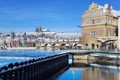 Het kasteel van Praag en Charles-brug, Praag (Unesco), Tsjechische republi Royalty-vrije Stock Fotografie