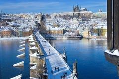 Het kasteel van Praag en Charles-brug, Praag (Unesco), Tsjechische republi Royalty-vrije Stock Afbeeldingen