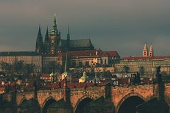 Het kasteel van Praag en de brug van Charles Stock Foto