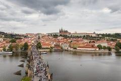 Het Kasteel van Praag en de Charles-brug royalty-vrije stock foto's