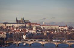 Het kasteel van Praag en rivier Vltava Stock Fotografie