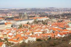 Het kasteel van Praag met omgeving Stock Foto