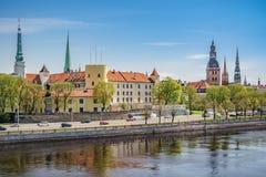 Het kasteel van Riga en oude stad Stock Fotografie