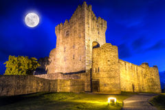 Het kasteel van Ross bij nacht Stock Foto