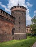 Het Kasteel van Sforza Houten horlogetoren Het kasteel werd gebouwd in de 15de eeuw door Francesco Sforza, Hertog van Milaan Nu z stock afbeelding