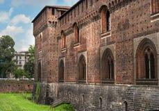 Het Kasteel van Sforza Houten horlogetoren Het kasteel werd gebouwd in de 15de eeuw door Francesco Sforza, Hertog van Milaan Nu z stock foto