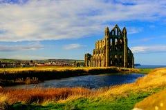 Het kasteel van Whitbyaddey in Engeland van hoofdweg Stock Afbeeldingen