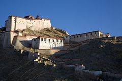 Het Kasteel van Zongshan van Gyangze Stock Afbeeldingen