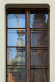 Het kasteelbezinning van Praag stock foto's