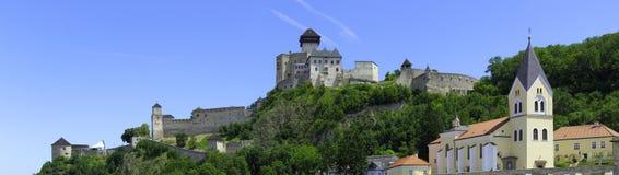 Het kasteelpanorama van Trencin Stock Afbeeldingen