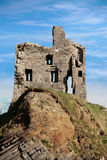 Het kasteelruïne van Ballybunion op een mooi rotsgezicht Stock Afbeeldingen