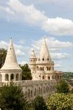 Het kasteeltorens van Boedapest het fabelachtige kijken Stock Foto's