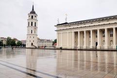Het kathedraalgebied in regenachtige dag Royalty-vrije Stock Afbeelding