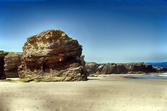 Het kathedralenstrand met de rotsen erosioned door de actie van het overzees Stock Foto