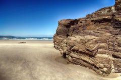Het kathedralenstrand met de rotsen erosioned door de actie van het overzees Stock Fotografie