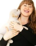 Het Kaukasische Spelen van het Meisje met Puppy royalty-vrije stock foto
