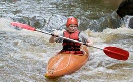 Het kayaking van de stroomversnelling Stock Afbeelding